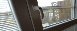 Zasklívání oken, zasklívání plastových oken a euro oken, skleněných dveří Zasklíváme okna a dveře, včetně plastových i euro oken.