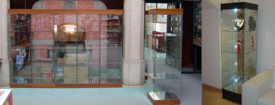 Celoskleněná vitrína 50 (175x50x50)