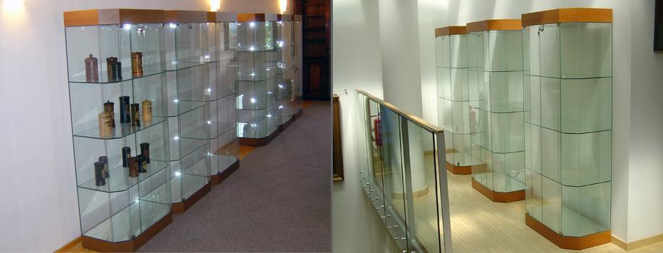 Celoskleněná vitrína B 80 (175x80x40)