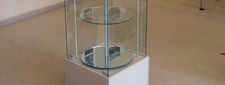 Celoskleněná vitrína O 50 (Otočné kulaté police) (175x50x50)